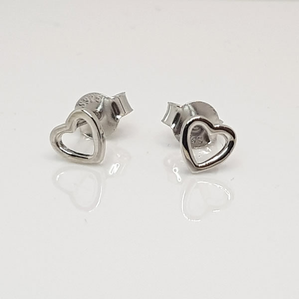 E22 Heart outline earrings 925 Sterling Silver
